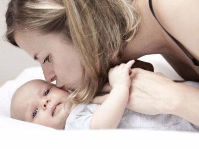 Послеродовые выделения у новорожденной девочки
