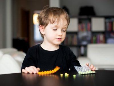 Почему дети сложнее переносят отравления, чем взрослые?