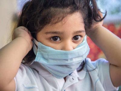 Нужно ли надевать на ребенка маску?