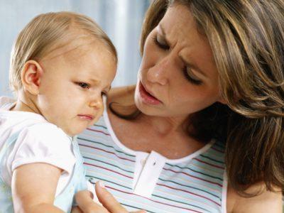 Ребенок капризничает у груди
